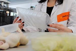 Crean-envases-con-moleculas-de-ajo-que-alargan-la-vida-de-los-alimentos