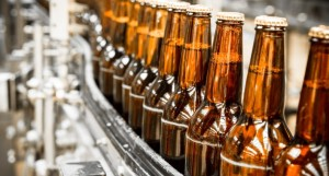 el color del vidrio protege la cerveza