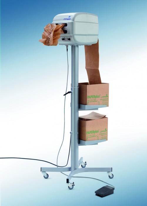 La empresa Storopack presenta una nueva máquina que fabrica almohadillados para la protección de paquetes pequeños y medianos: PAPERplus Papillon. La máquina transforma dos capas de papel de 20 cm de anchura en almohadillados de protección.