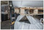 Los palets de madera tienen clavos y astillas que dañan los big bags y aumentan las posibilidades de que se derrame la mercancía.
