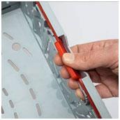 """Su funcional sistema de cierre """"Twistlock"""" permite montar o plegar la caja con gran rapidez."""