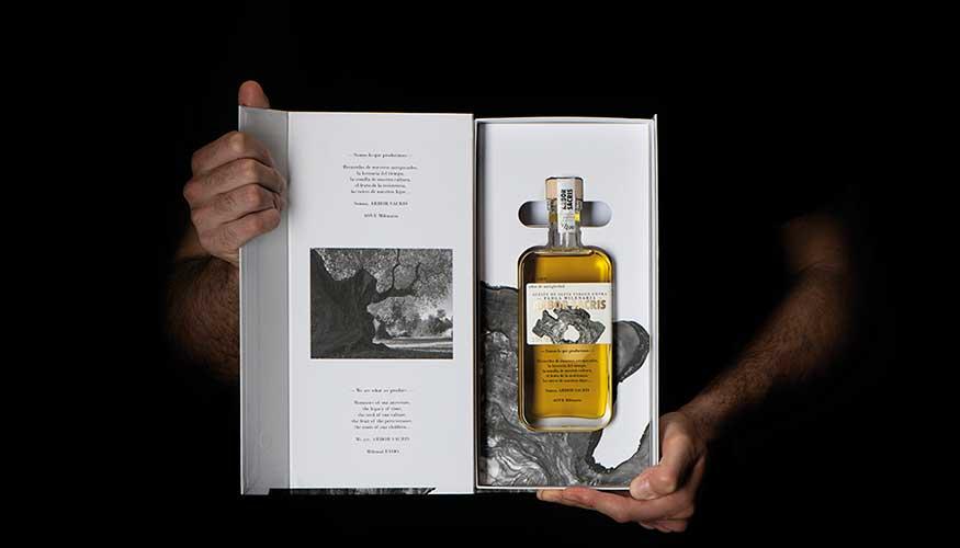 Estuche de lujo para el aceite de oliva virgen extra Arbor Sacris realizado por Mil&un Verd.